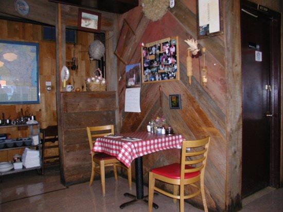 Marshfield, WI: Corner table
