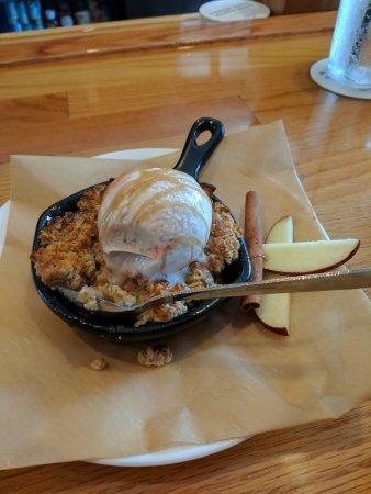 Lake Ozark, MO: Apple crumble with ice cream