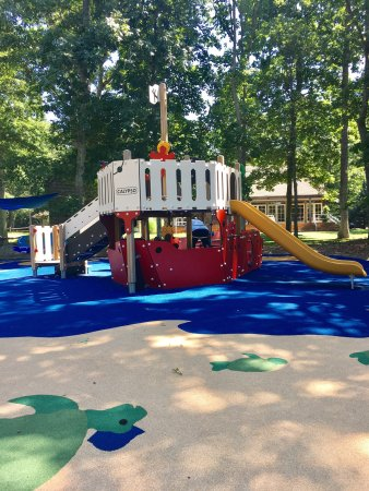 North Haven Village Park: Beautiful shaded park!