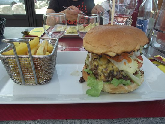 Villerville, France: Burger royal, vraiment royal....