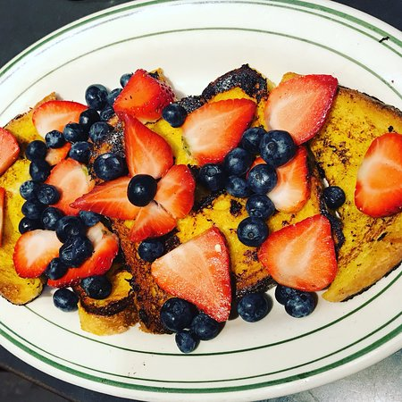 Great Neck, État de New York : french toast with berries