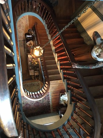 Edgewood Plantation : The stairwell to the rooms