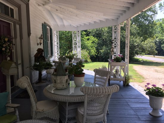Charles City, VA: The front porch