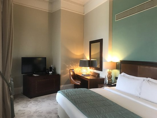 St. Pancras Renaissance Hotel London: A Chambers wing junior 'accessible' suite.