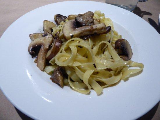 Ancient Cedars Cafe: Delicious Portabella mushrooms with pasta