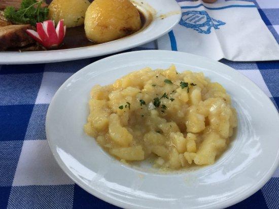 Bad Birnbach, Germany: Kartoffelsalat statt Sauerkraut