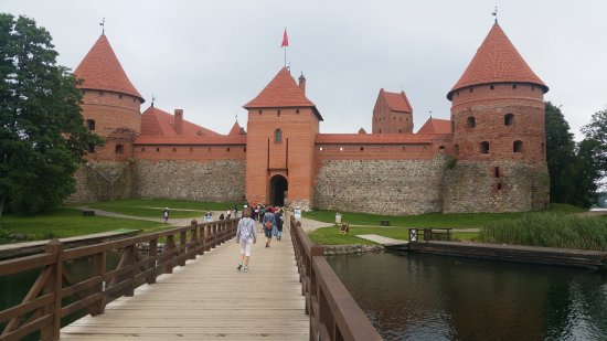 Trakai, Lithuania: Approach to the castle