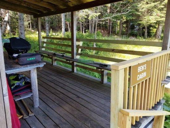 Errol, Nueva Hampshire: Side porch entrance area