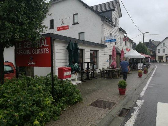 Robertville, Bélgica: CheZ Phil voorgevel met ingang
