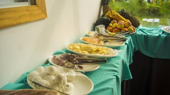 Thulusdhoo Island: Daily Buffet breakfast at the hotel, you can even request for local dishes or etc...