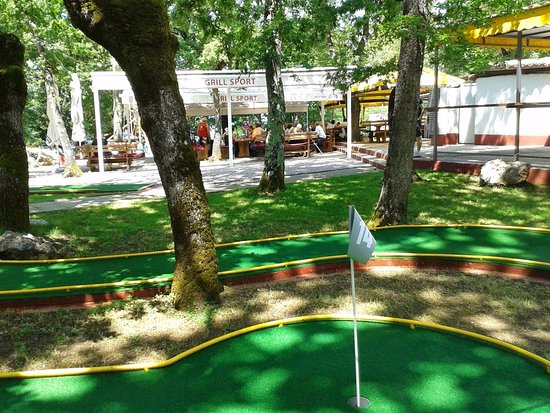 Njivice, Hırvatistan:  We are surrounded with mini-golf terrains and many other sport and fun sites