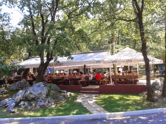 Njivice, Hırvatistan: tastes of homemade grill specialities in a forestry shade are surely the recipe for complete rel