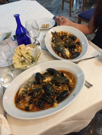 Camerano, Italy: 23e25luglio2017 siamo in vacanza X qualche giorno e ci siamo fermate X due sere a cenare. Che di