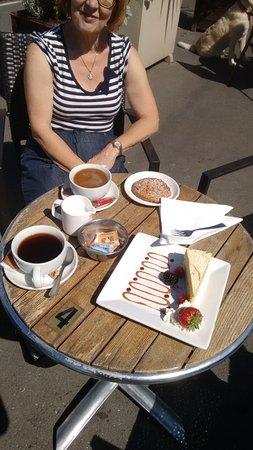 Leyburn, UK: Look at the cake!