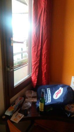 Premiere Classe Dunkerque - Saint-Pol-Sur-Mer : Only window