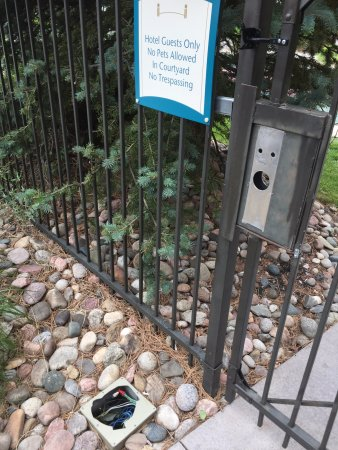 Glendale, CO: lock on gate missing
