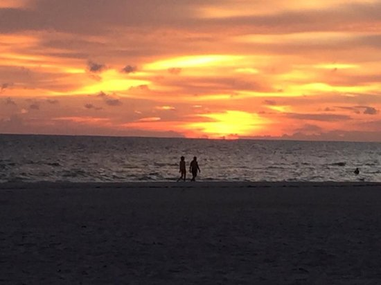 Redington Beach, FL: The sunsets are fabulous. Even on a cloudy day.