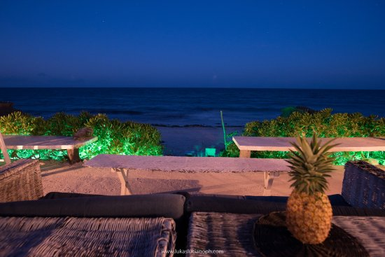 Zulum Beach Club + Cabanas: restaurant
