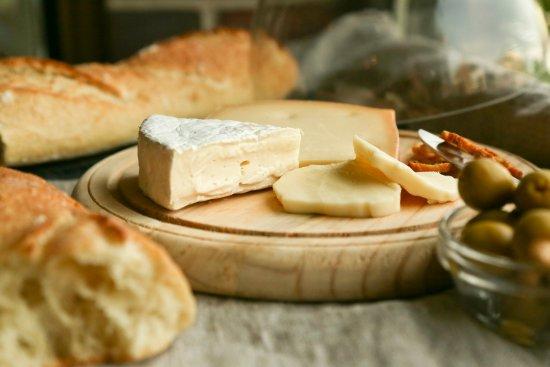 Boulangerie La Mie Bretonne : Fromages artisanaux québécois disponibles