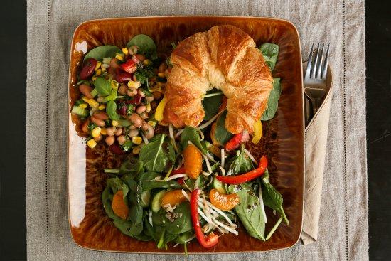 Cowansville, Canada: Sandwich et salade
