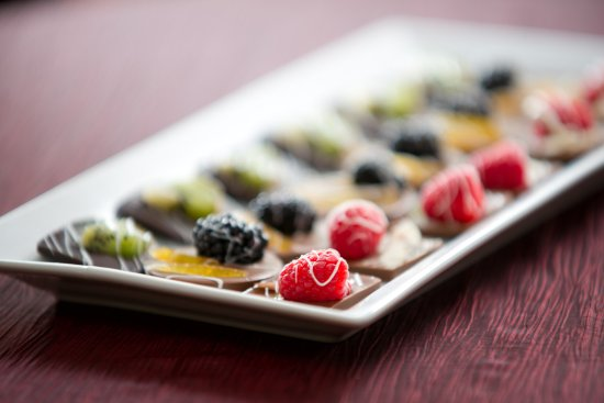 Amherst, Estado de Nueva York: Dipped Fruit Trays. Call to order.