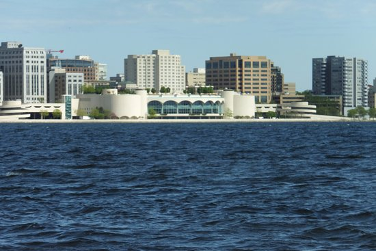 Мэдисон, Висконсин: Madison skyline and Monona Terrace from Lake Monona
