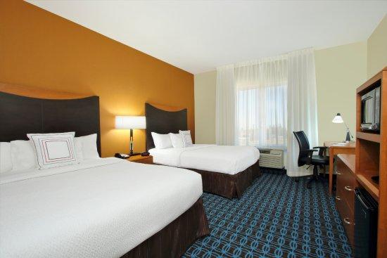 Fairfield Inn & Suites Fresno Clovis: Queen Queen Room sleeps 4