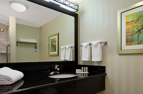 Clovis, CA: Guest room bathroom