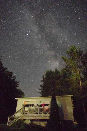 Algonquin Highlands, Канада: Loon's Nest Cottage under the stars