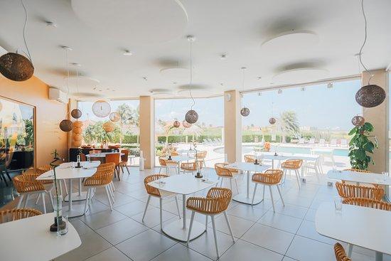 Orange Panna Cotta - Bild von White Modern Cuisine, Noord - TripAdvisor