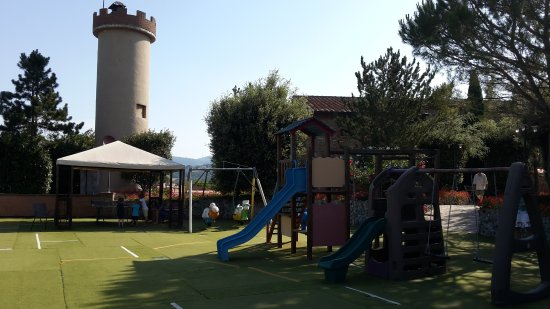 Fattoria Hotel Belvedere: parco giochi