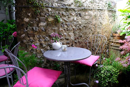 Alfriston, UK: Outdoor seating area