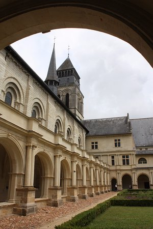 Fontevraud-l'Abbaye, Frankrig: Abbaye de Fontevraud : cloître
