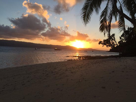 Qamea Resort And Spa Fiji: Sunset from the beach in front of our bure