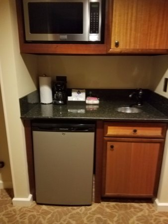 Kitchenette with Fridge and Microwave - Picture of Aulani, a Disney ...
