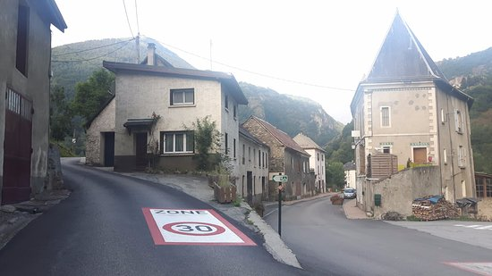 Le Freney d'Oisans, Γαλλία: View from down the street,