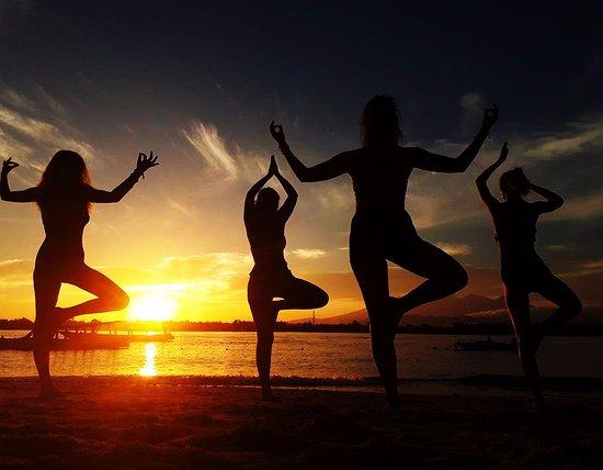 Fly Gili Sup Yoga Sunset Beach Traan