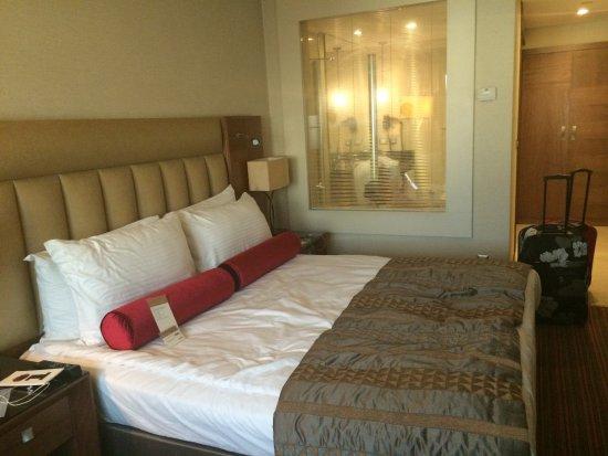 Menu Dei Cuscini.Letto Con Menu Dei Cuscini Picture Of Movenpick Hotel Izmir