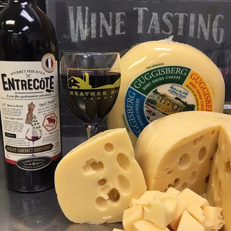 Ozark, MO: Complimentary cheese and wine tasting daily