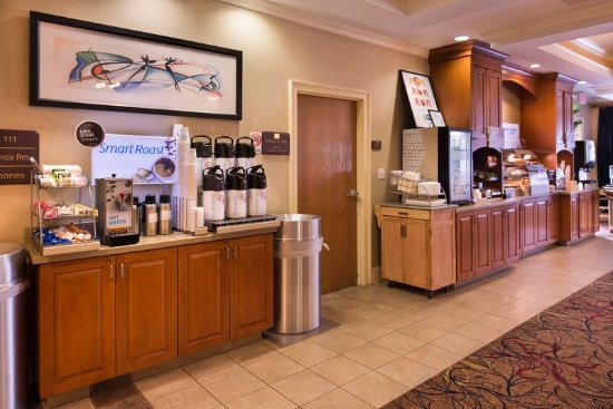 Holiday Inn Express Hotel & Suites - Veteran's Expressway: Hot Coffee & Breakfast Bar