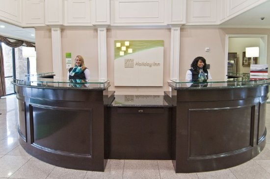 Holiday Inn Hotel & Suites Lake Charles South: Front Desk