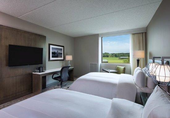 Windsor, CT: Double/Double Guest Room - Sleeping Area