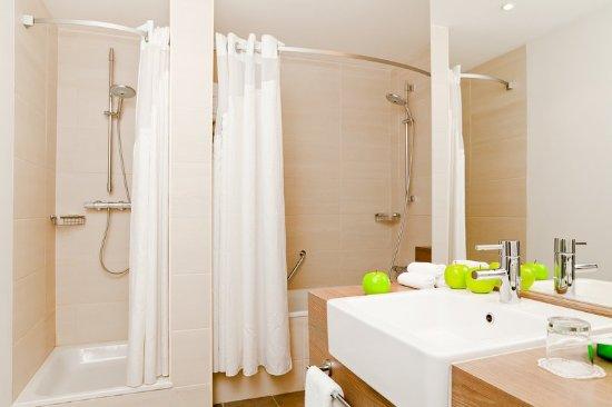 Holiday Inn St. Petersburg Moskovskiye Vorota: Suite Bathroom