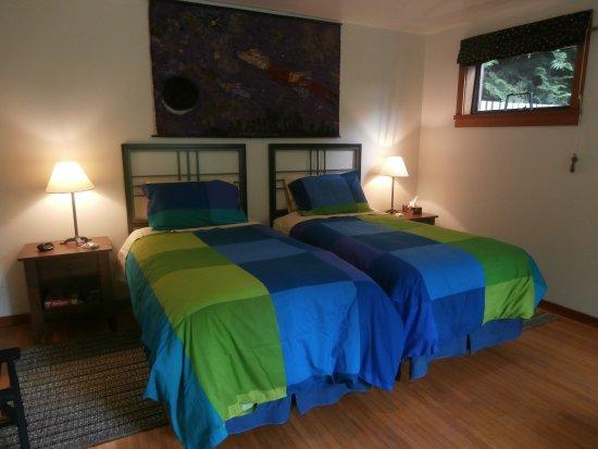Denman Island, Canada: twin beds