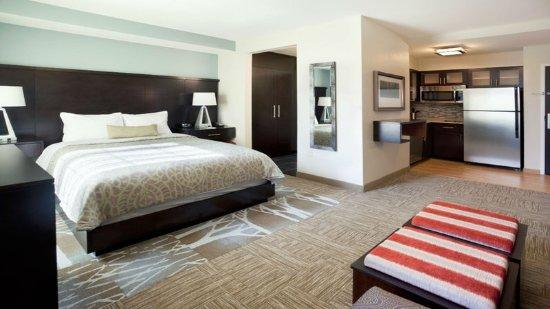 Staybridge suites austin south tx hotel anmeldelser for Media room guest bedroom