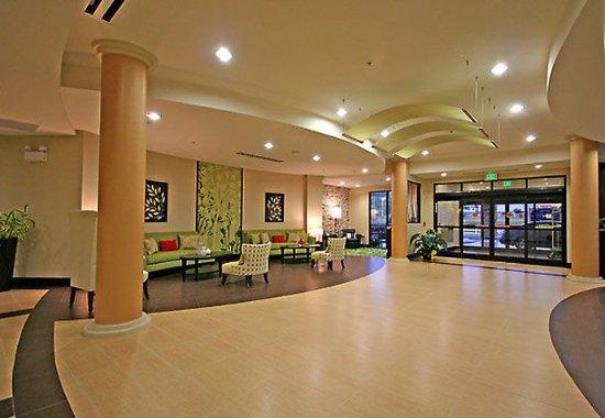 Elkin, Carolina del Norte: Main Lobby Seating Area