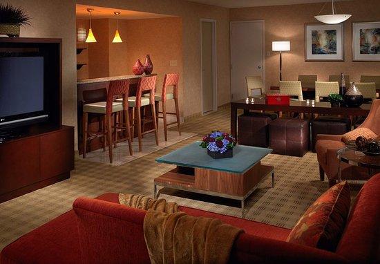 Suite Hotel Room Des Moines Downtown