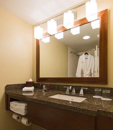 Overland Park, KS: Concierge Guest Bathroom