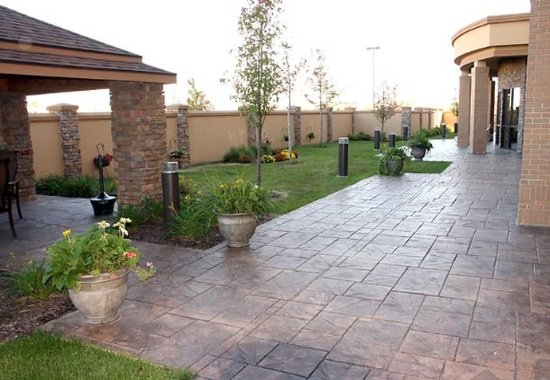 West Des Moines, IA: Outdoor Courtyard