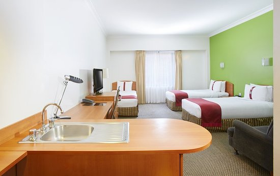 Holiday Inn Darling Harbour: Superior Triple Room with 3 x Single Beds